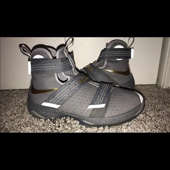 save off 8b584 23bc6 Nike LeBron James LRJ SX 16/17 Sneakers